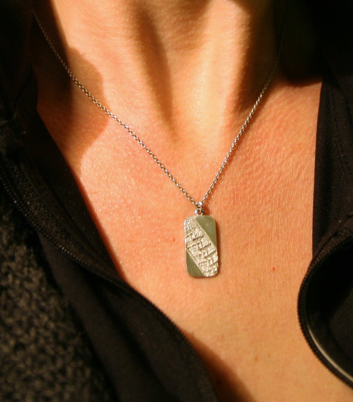 Zilveren hanger met michelin profiel afdruk