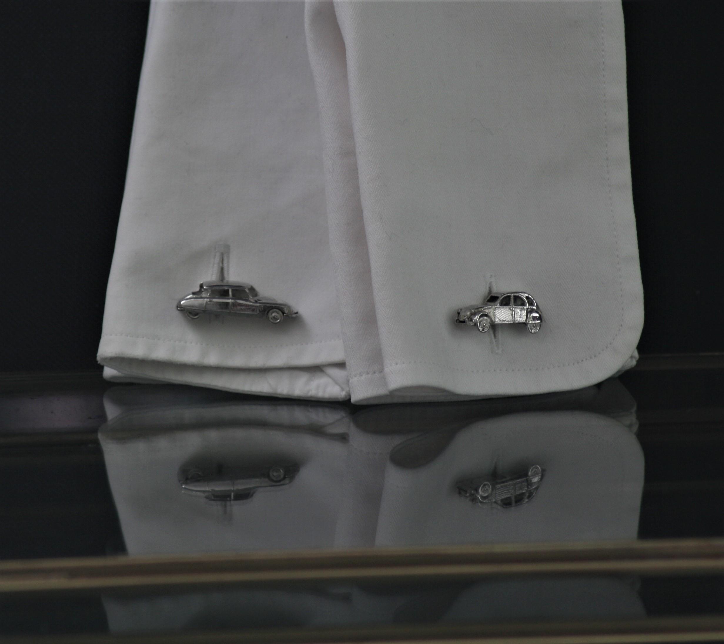 Zilveren manchetknopen van de Citroen DS en 2cv miniatuur 1:160